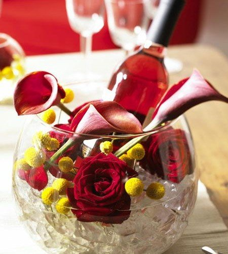 summer-table-centerpiece-idea-ice-glass-bowl-roses-wine-bottle